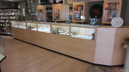 Jewelry store fittings